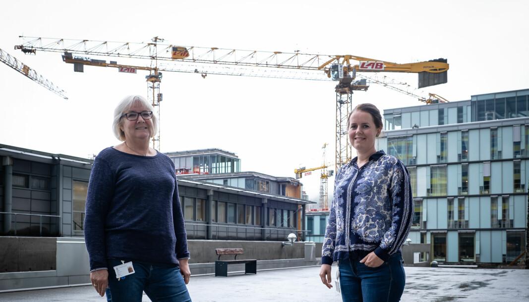 Byggeaktivitet på sykehusområdet preger arbeidshverdagen for mange ansatte ved Det medisinske fakultet, forteller hovedverneombud Lise Skålvik Amble og verneombud ved Klinisk institutt 1, Siri Sagen Trosvik
