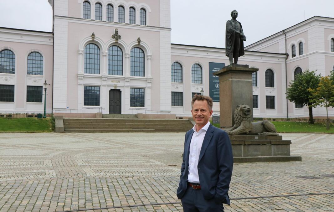 Gjennom 18 år i Bergen kommune har Robert Rastad vært sentral i samspillet mellom administrasjon og det politiske landskapet. Nå blir han øverste leder av den administrative virksomheten ved Universitetetet i Bergen. Rastad ser frem til å samarbeide med resten av den administrative ledergruppen, rektoratet, sentraladministrasjonen og fakulteter i den videre utviklingen av Universitetet i Bergen.