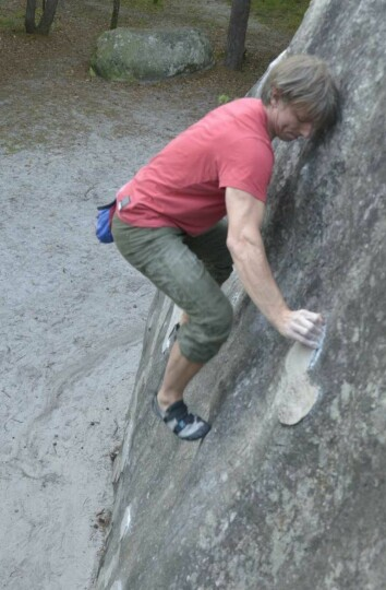 Geir Harald Samuelsen klatrer i Fountainebleau