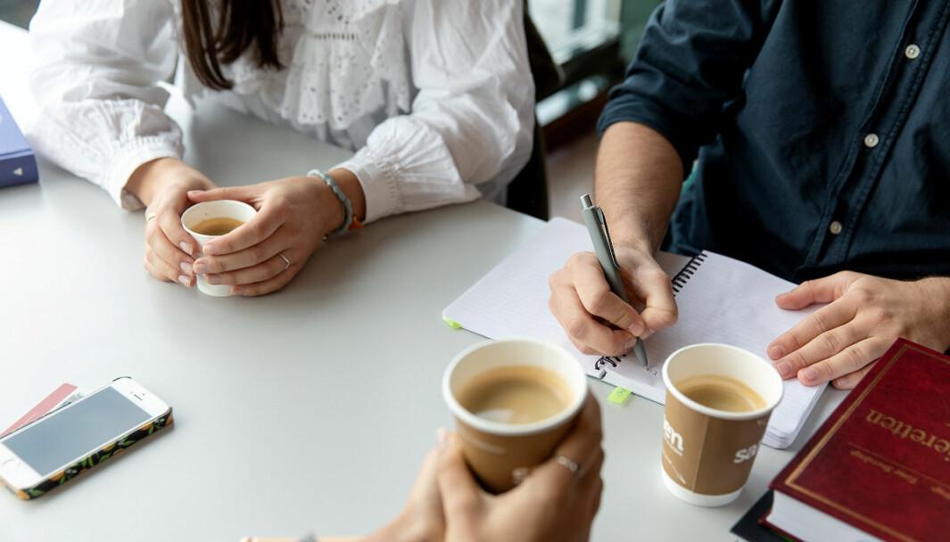 Illustrasjonsfoto. Mange studenter savner sosiale møtesteder. Ensomhet kan forsterkes når faste holdepunkter i hverdagen er borte som følge av koronarestriksjoner.