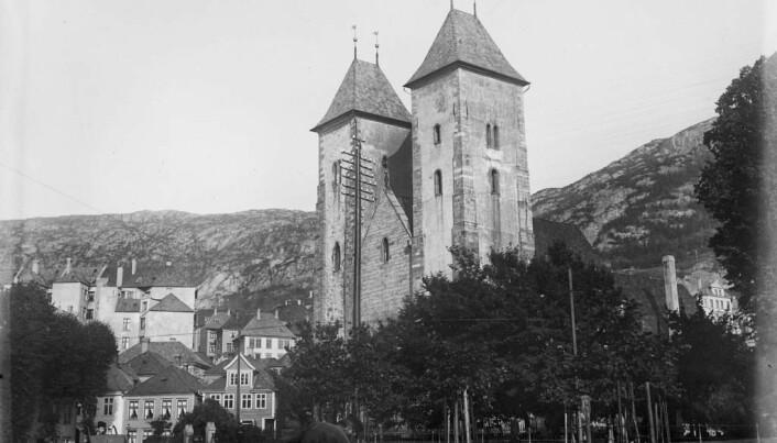 Mariakirken i Bergen. Her opprettet David Schønfeldt en boksamling til offentlig avbenyttelse.