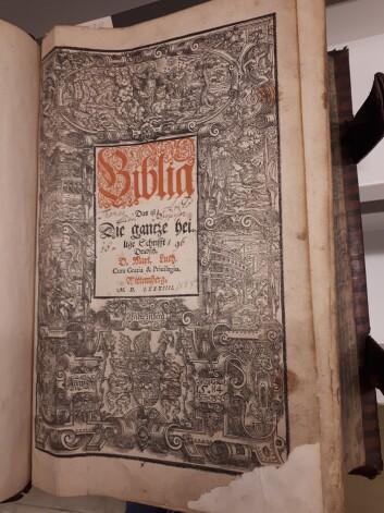 Biblioteket eldste tyske bibel, tykket i 1584.