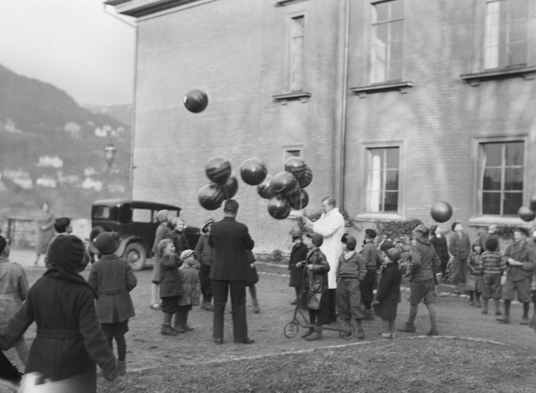 Forskning innen meteorologi står sterkt i Bergen. Vilhelm Bjerknes som var en pioner innen dette feltet dannet «Bergensskolen innen meteorologi» på det geofysiske institutt. Forskerne ble datidens kjendiser og var verdensledende innen sitt felt. I en liten serie med bilder som har tittelen «Stratosfære ballong opsetning (Bjørgvin), april 1933.» ser vi engasjementet og gleden det var rundt arbeidet. Kanskje ser vi her spiren til forskningsdagene.