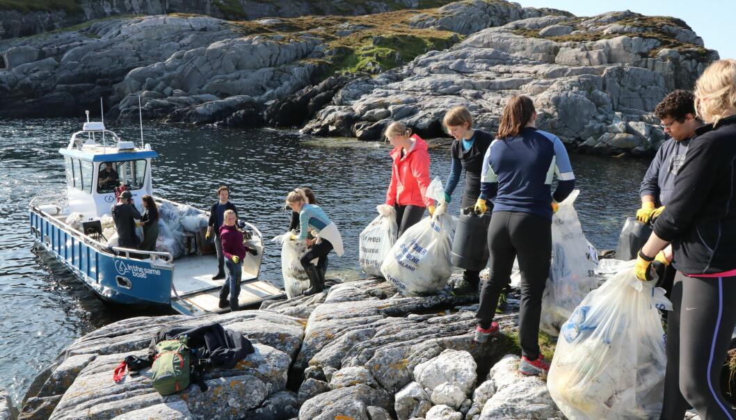 - Engasjementet blant både studenter og ansatte gjør at jeg nå ser veldig frem til å møte medlemmene i det nye nettverket, sier marin direkør Amund Måge. Illustrasjonsfoto fra plastrydding utenfor Hellesøy i september 2020.