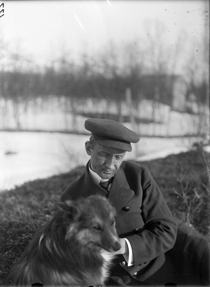 Bjørn Helland-Hansen fotografert på «Lappmarks-ekspedisjonen».