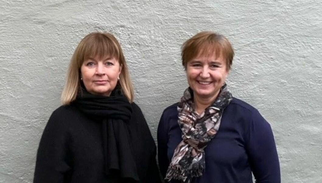 Kontorsjef for lønnseksjonen Tone Elin Skaugvold (til venstre) og prosjektleder Ingvild Instebø Larsen kommer med noen tips før vi tar i bruk den nye Selvbetjeningsportalen fra 1. januar.