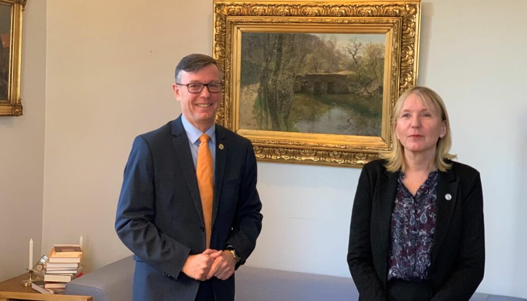 Dag Rune Olsen overleverte rektorkontoret til Margareth Hagen, mandag 4. januar klokken 12.