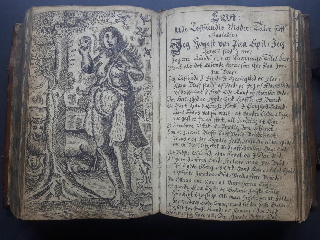 """<span class="""" italic"""" data-lab-italic_desktop=""""italic"""">Fruentimmerits Contrafay </span>er en håndskrevet og vakkert illustrert bok fra antagelig slutten av 1600-tallet. I forordet til den trykte utgaven av 1751, del to, sto det blant annet at «Der er intet lystigere til paa Jorden, end en tugtig Qvinde, og der er intet kosteligere, en en kydsk Qvinde». Her, fortellingen om fristerinnen Eva."""