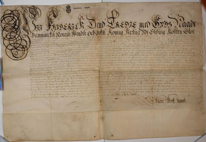 Pergament diplom fra 16. oktober 1661: Kong Fredrik III godkjenner sluttregnskapet for mellomværendet mellom han og Ludvig Rosenkrantz til Hattaberg, den kongelige krigskommisær nordenfjells, i forbindelse med gjenerobringen av Trondhjem len og felttoget nordenfjells i årene 1658 til 1660.