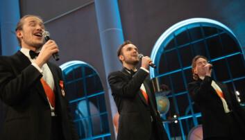 Sangere fra mannskoret Arme Riddere satte stemningen i pausene.