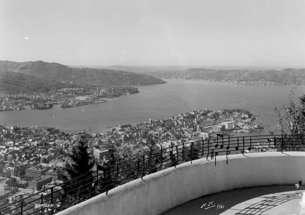 Notene til Bergens nasjonalsang, «Nystemten», eller «Udsigt fra Ulriken» som den egentlig heter, ble satt opp på Fløyen i 1949. Kanskje notene til «Udsigt fra Fløien» også burde vært der?