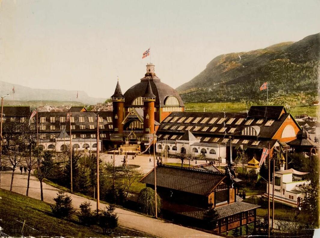 REVET OG SPRENGT: Den enorme bygningen ble satt opp for Bergensutstillingen i 1898. Men så ble den revet med en gang utstillingen var over.