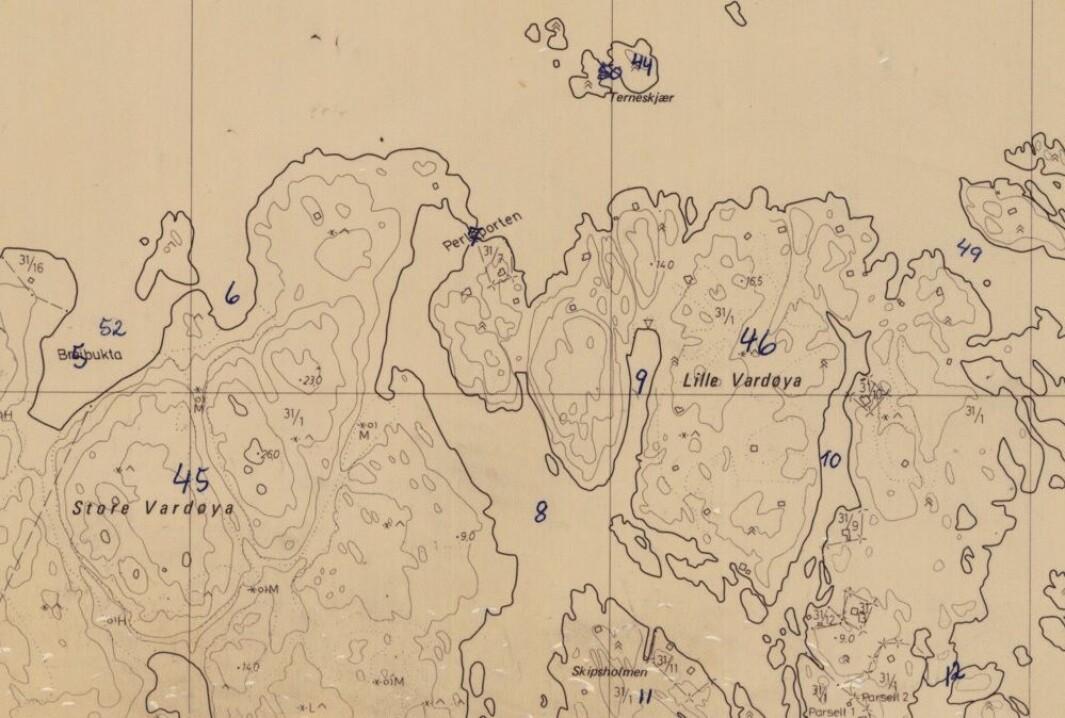 Kart med stadnamn innsamla til Norsk Stadnamnarkiv. Namnet Perleporten har talet sju på seg - same som på setelen nedanfor med omtalen av staden.