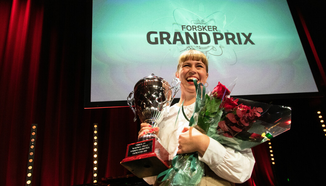 Fjorårets vinner av Forsker Grand Prix Tora Söderström Gaden deler noen av sine erfaringer. Her fra finalen i Trondheim 2020
