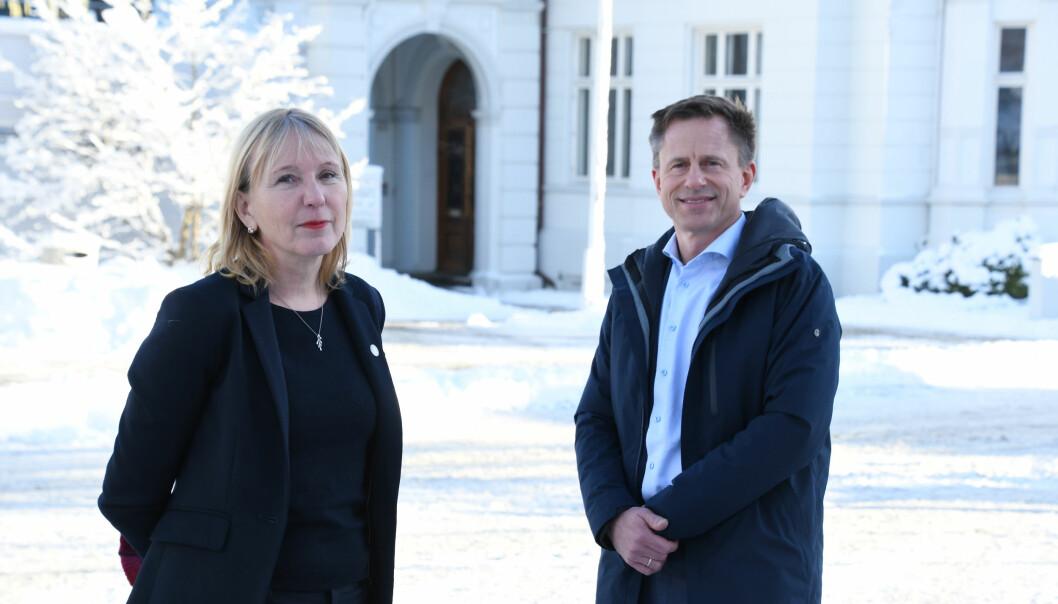 UiB-rektor Margareth Hagen og universitetsdirektør Robert Rastad er fornøyde med ARK-undersøkelsens resultater.
