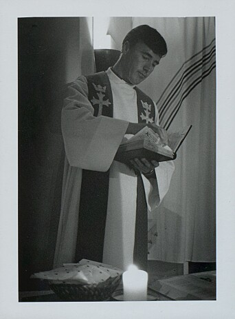 G. Gundersen under gudstjeneste i ÅKs kapell.