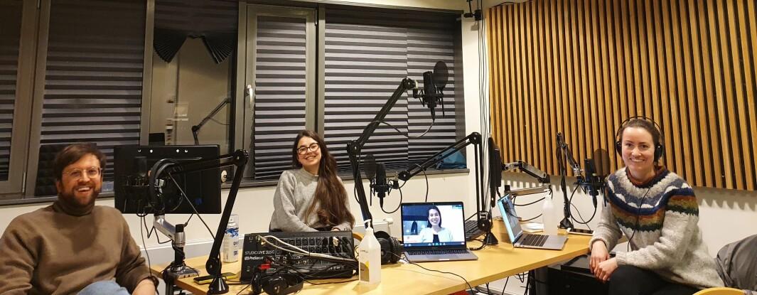 Stipendiatene Martin Kjenes, Albina Gilmullina og Vilde Dimmen under innspilling av podkasten PhD Rhapsody.