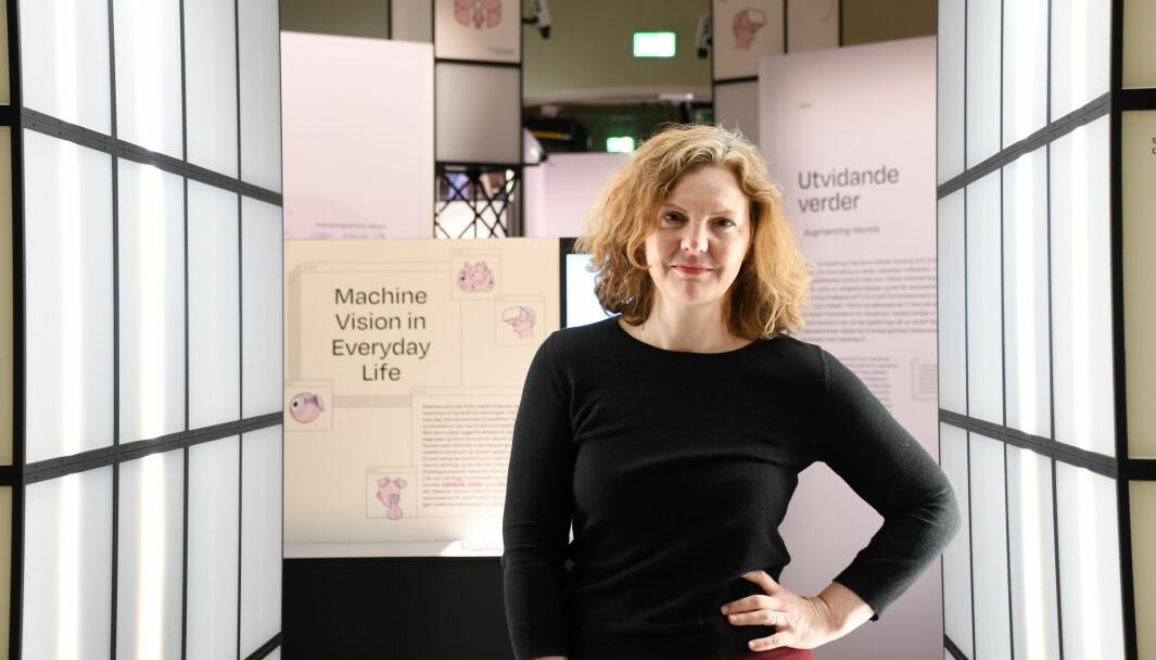 Professor Jill Walker Rettberg på utstillingen Maskinsyn, som åpner 19. mars.