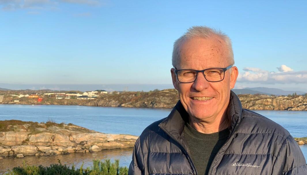 Professor Jarle Eid er spent på rektorvalget. Her på Askøy der han bor.