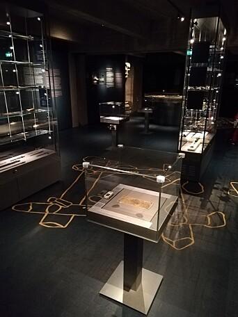 Diplomet utstilt i Bryggens Museums lokaler.