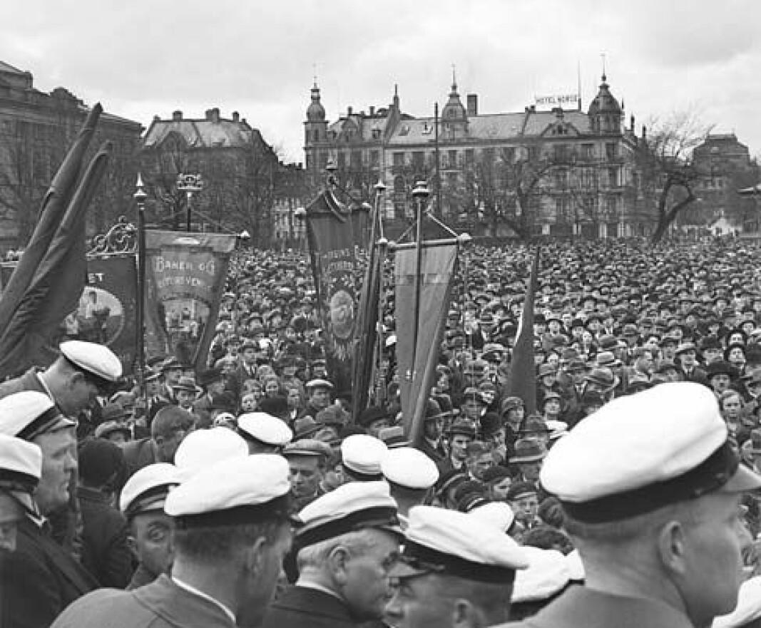 Folkehav på Festplassen 1.mai 1935. Barnetog, sang og lek var også en del av markeringen.