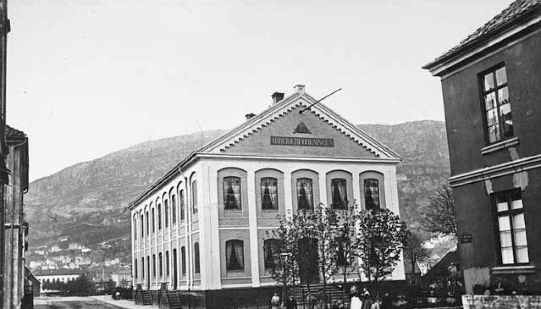 Lokalet til Bergens Arbeiderforening i Olav Kyrresgate 28. Frem til Logen ble satt opp, var Arbeiderforeningens lokale byens største. Det ble derfor hyppig leid ut til konserter ol.