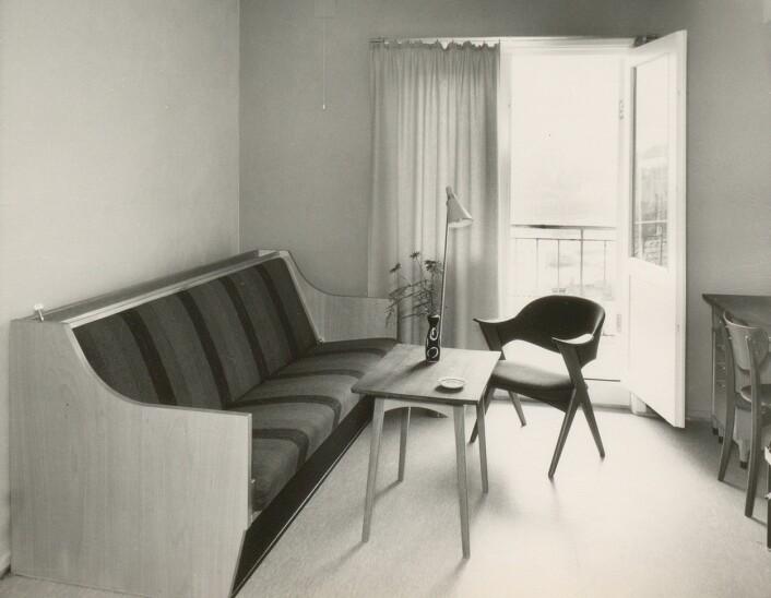 Den lukseriøse studenthybelen/ hotellrommet på 12 m2. Sengene var av samme type som de på Orion Hotel, og var visstnok svært komfortable. Kilde: Ms 2177 Alrek Studenthjem.