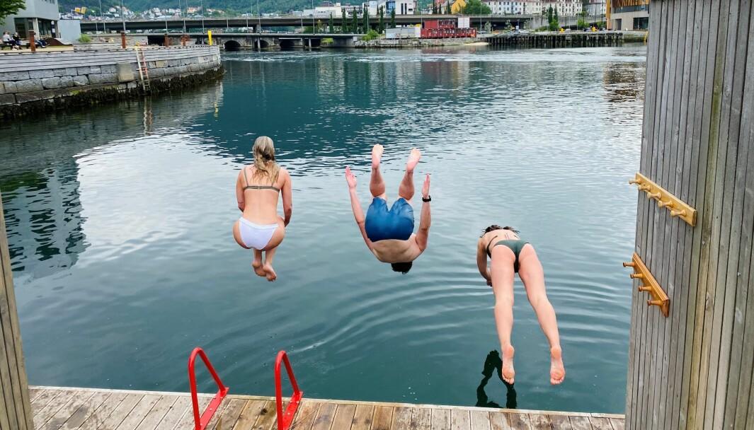Hopp i havet: Sommerferie i sikte og et eksamensbad.