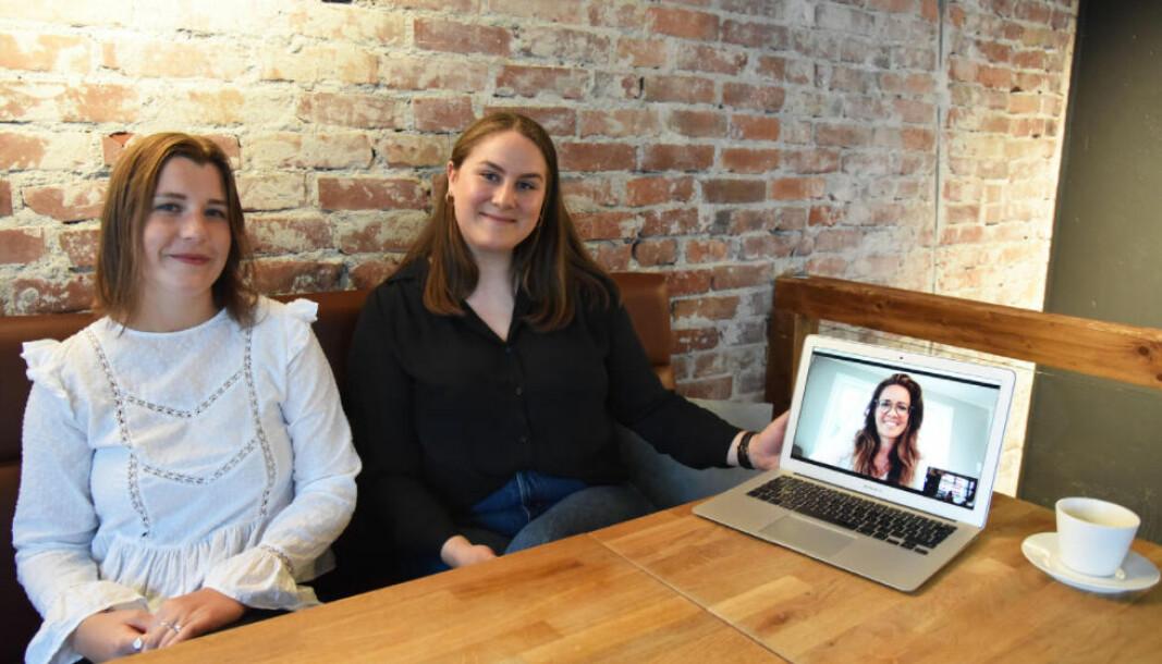 Masterstudentene Jeanett Svihus (f.v.), Sara Helene Røyland Solberg og Vibeke Dale Olen ved UiB har skrevet masteroppgaven sin om kriseledelse under pandemien.