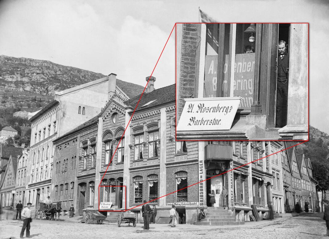Kunden skimta familienamnet Rosenberg. Då han zooma inn på bildet såg han mannen som står i døra.