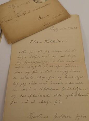 Brev ført i hånden av Hallfrids brevvenninne i 1905, Ingebjørg Sigurdsdottir. Brevet er skrevet på islandsk, og man kan anta at ungdommen Hallfrid hadde lært seg det.