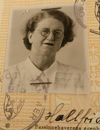 Passfoto av Hallfrid Christiansen fra 1948.