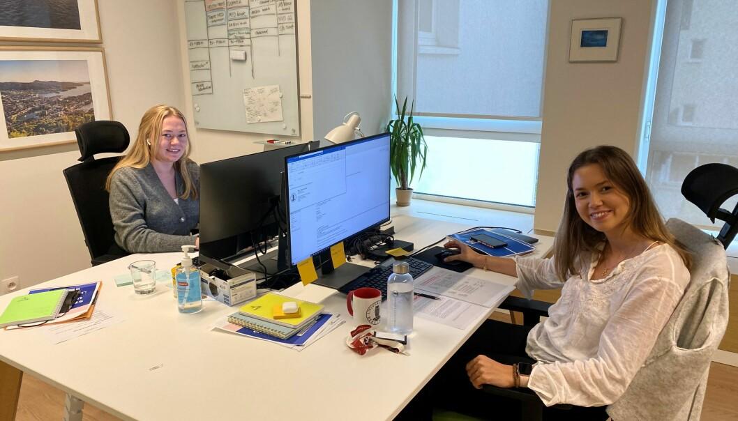 Sara Huse og Maja Elisabeth Augestad Breistøl har praksis gjennom utdanningen sin på UiB sitt Brusselkontor.