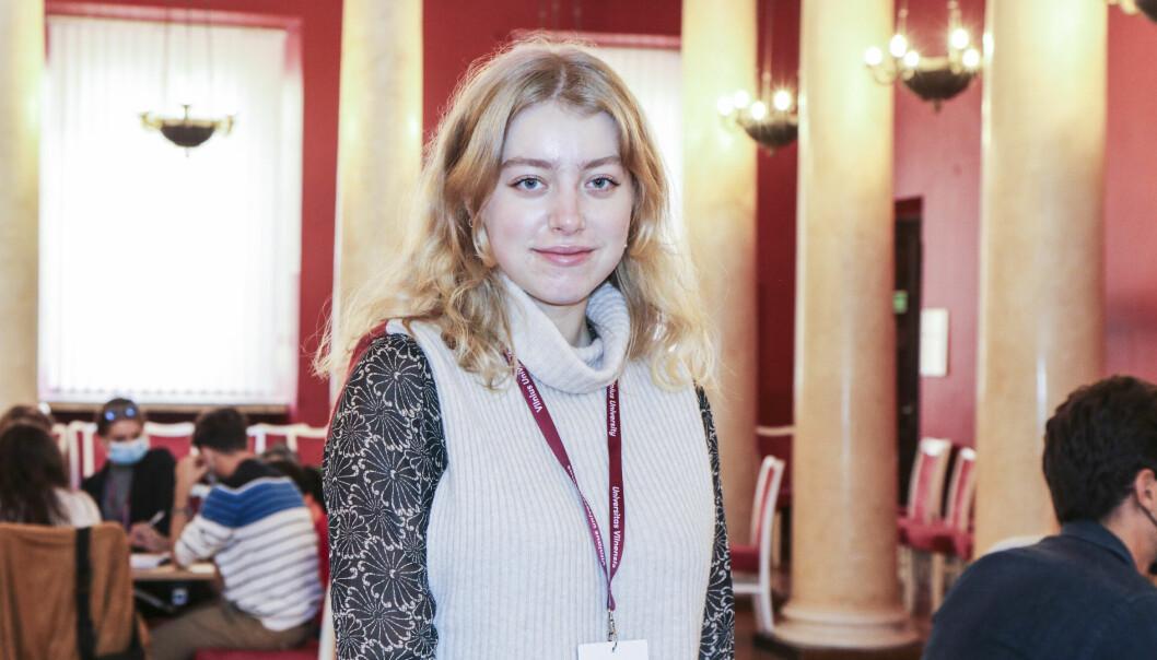 Studenter fra syv ulike land er samlet i Villnius hvor de diskuterer klimakrisen og fremtiden til Europas studenter. En av disse er geografi-studenten Nora Tveten fra Bergen.