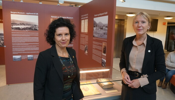 Bibliotekets direktør Maria-Carme Torras og rektor Margareth Hagen.